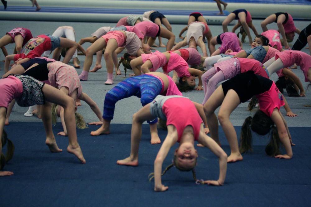 Barn som turner ved Trondhjems Turnforening
